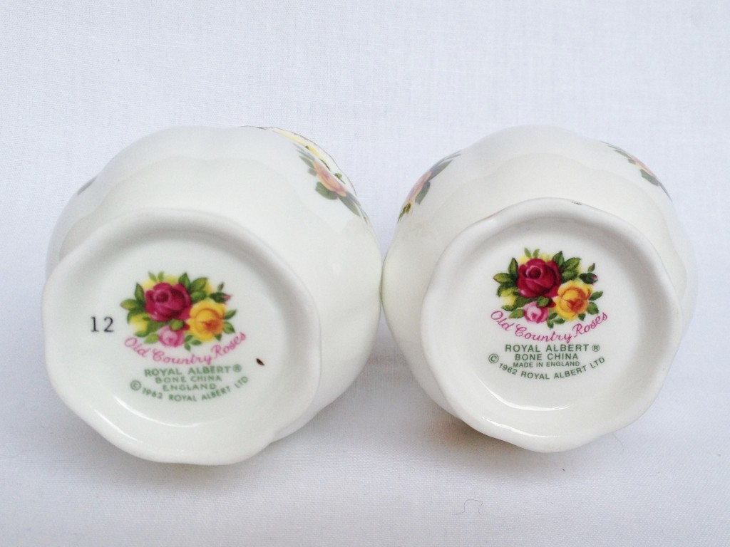 Nivag Collectables Royal Albert Old Country Roses Pair Of Miniature Vases