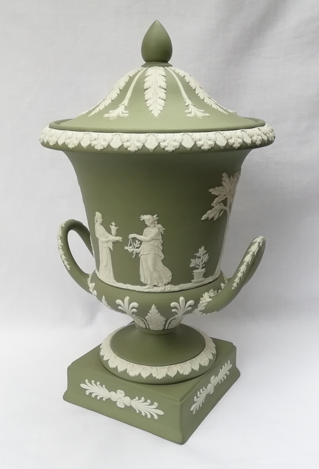 Nivag Collectables Wedgwood Green Jasperware Campagna