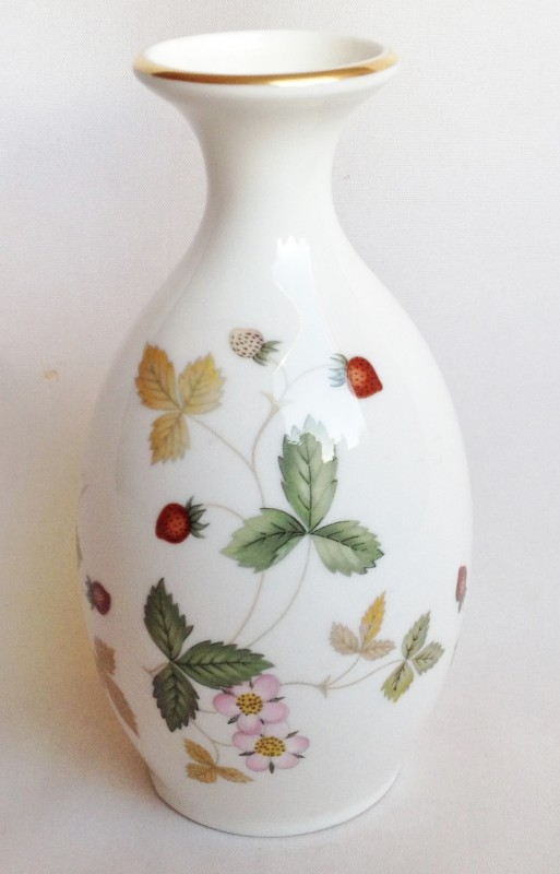 Nivag Collectables Wedgwood Wild Strawberry Vase