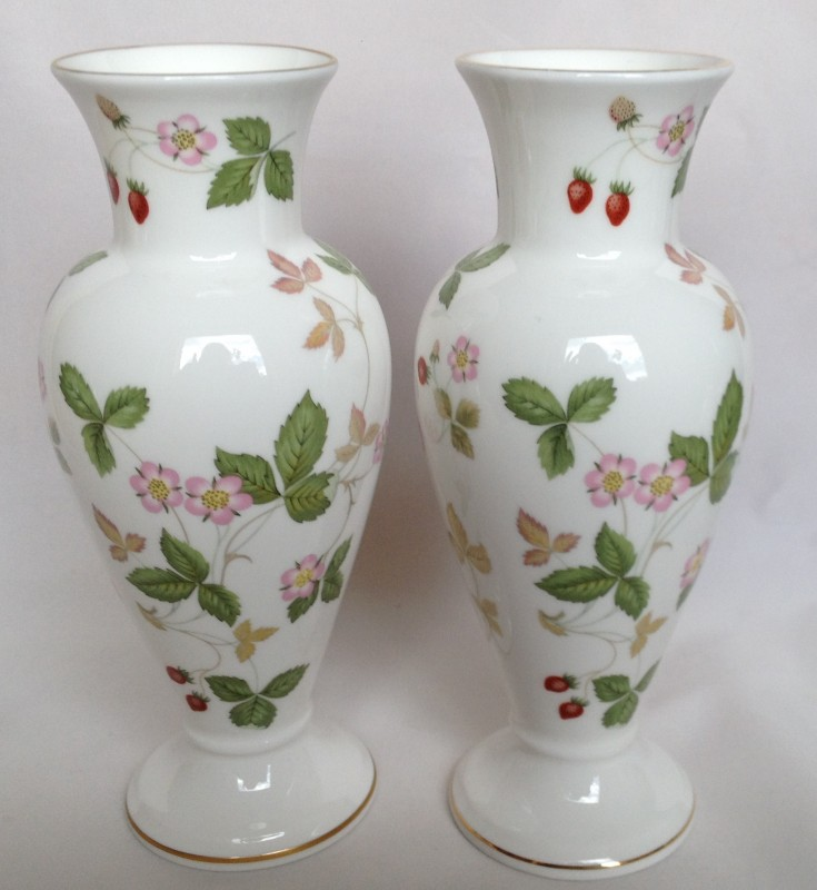 Nivag Collectables Wedgwood Wild Strawberry Pair Of Footed Vases